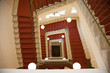 Treppenhaus mit Treppe von oben nach unten