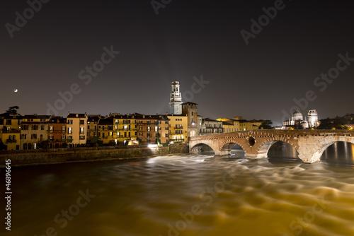 ponte-pietra-noca-werona-wlochy-i-wiek