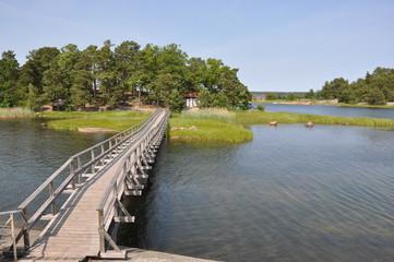 Holzbrücke als Verbindung zwischen den Schären-Inseln, Schweden