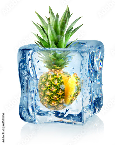 Ice cube and pineapple - 46906864