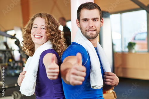 Daumen hoch im Fitnesscenter