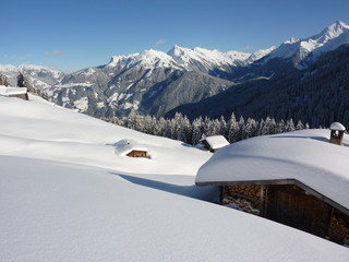 Schihütte in Winterlandschaft
