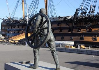 a memorial of the navy's field gun crew