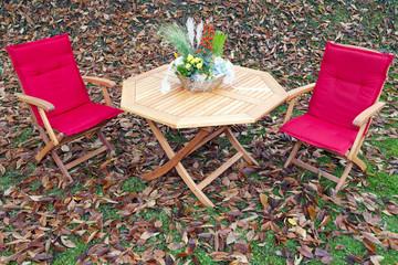 Romantische Sitzgruppe im Herbst