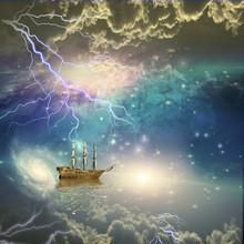 Varend schip vaart door de sterren