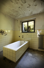 abandoned building, old bathroom