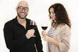 Attraktives Paar bei einer Weinprobe