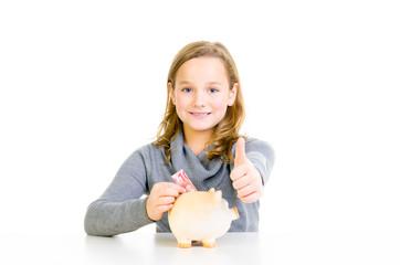 motiviertes mädchen spart ihr geld