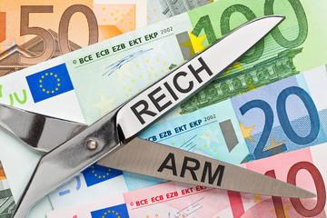 Schere zwischen Arm und Reich - Armut, Reichtum - Umverteilung