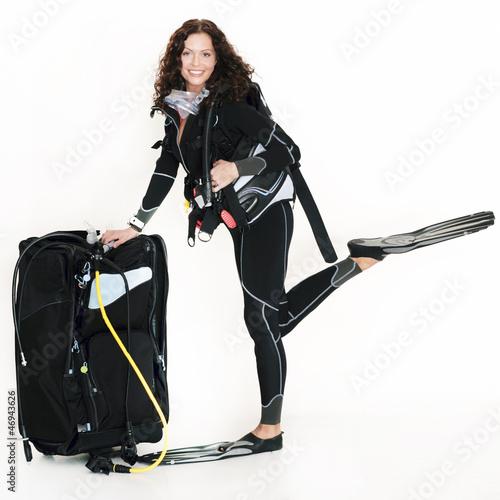Sexy Taucherin mit Ausrüstung