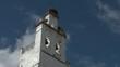 kirchturmspitze mit wolken