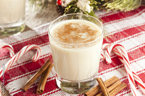 Leinwandbild Motiv Festive White EggNog