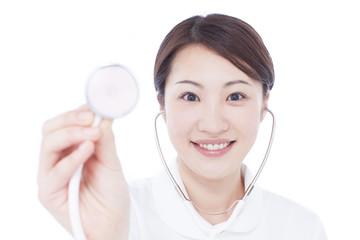 聴診器を持った女性看護士