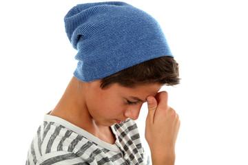 Junge beim Nachdenken