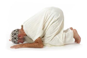 homme islam en position de prière