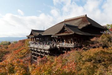 秋の京都音羽山・清水寺の本堂(清水の舞台)