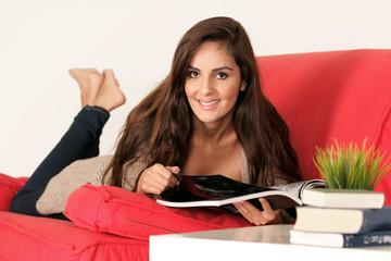 Schöne Studentin beim Lernen