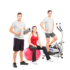 Group of people at the gym posing