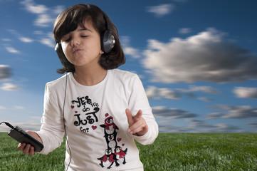 bambina presa dalla musica
