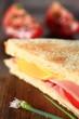 Toast mit Käse und Schinken Hochformat