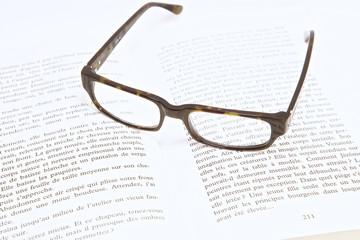 livre et lunettes 4