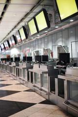 Check-in Schalter am Flughafen