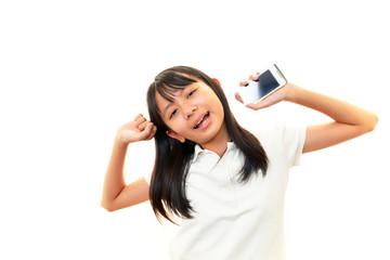 スマートフォン持つ女の子