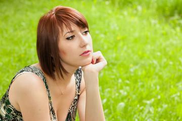 портрет красивой девушки на улице