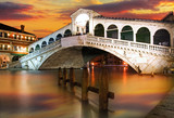 Fototapety Rialto Bridge, Venice at dramatic sunset