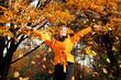 Frau im Herbst