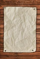 Zettel auf Holzwand