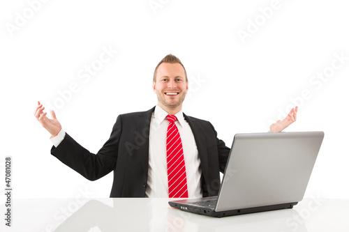 Mann - erfolgreich im Beruf - freigestellt mit Anzug