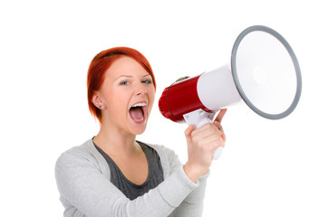 studentin schreit in ein megafon