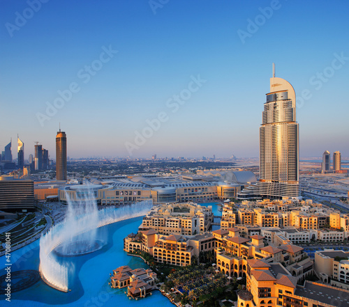 Staande foto Midden Oosten Downtown Dubai with its famous dancing water fountain