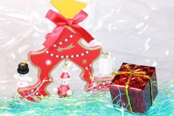 クリスマスプレゼントとクリスマスツリー