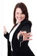 Junge Geschäftsfrau übergibt Auto Schlüssel