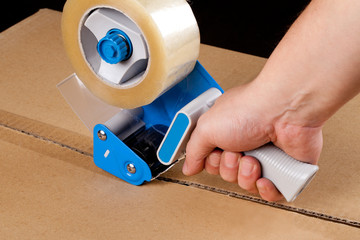 Packaging tape dispenser