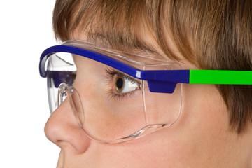 Jugendlicher mit Schutzbrille - Arbeitsschutz