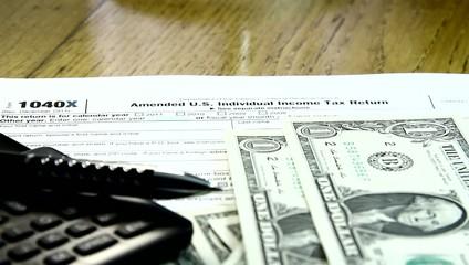 Individual US tax return on 1040 document.