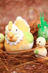 poule et poussins sur nid