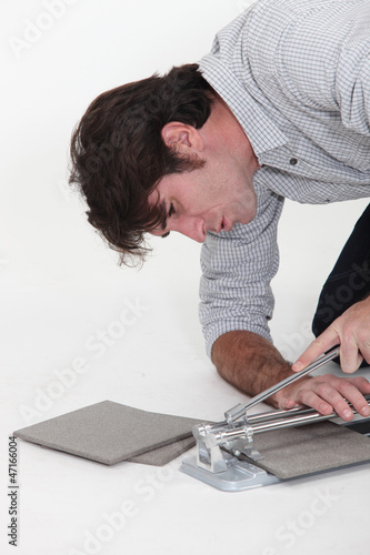 Man using a tile cutter