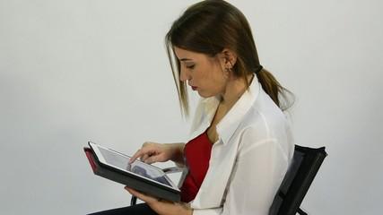 leyendo informatica mujer