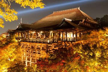 京都音羽山・清水寺の本堂(清水の舞台)秋のライトアップ