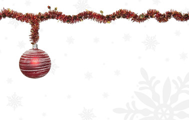 Christbaumkugel auf weißen Hintergrund mit Schneeflocken