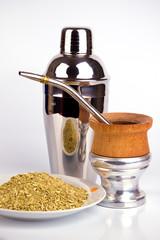 yerba mate y utensilios para su preparación