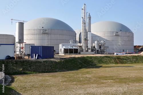 Zwei große Biogastürme