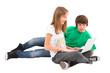 Jugendliche surfen im Internet