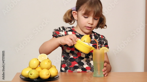 little girl make lemonade