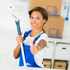 erfolgreiche renovierungsarbeiten mit daumen hoch