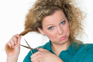 unbändiges haar wird abgeschnitten